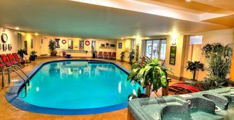 凯特桂汽车旅馆 - 魁北克市 - 游泳池