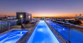 盛橡布里斯本乌龙戈巴套房酒店 - 布里斯班 - 游泳池