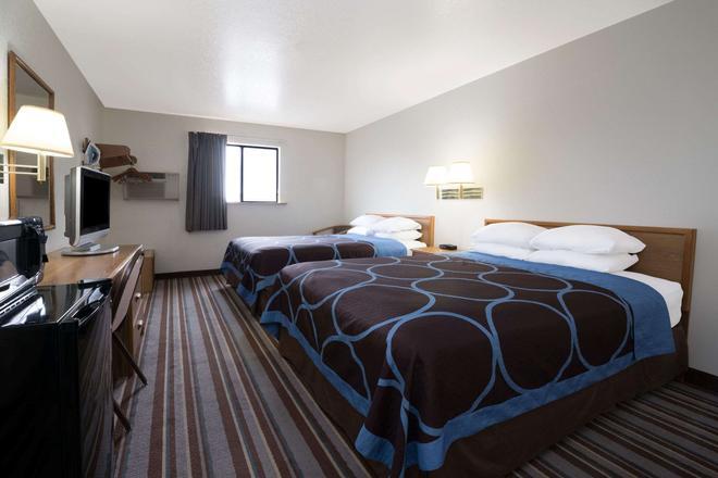 比林斯速8酒店 - 比灵斯 - 睡房