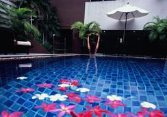 素坤逸富丽华酒店 - 曼谷 - 游泳池
