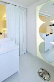 德瓦利迪瓦赫提曲酒店 - 曼谷 - 浴室