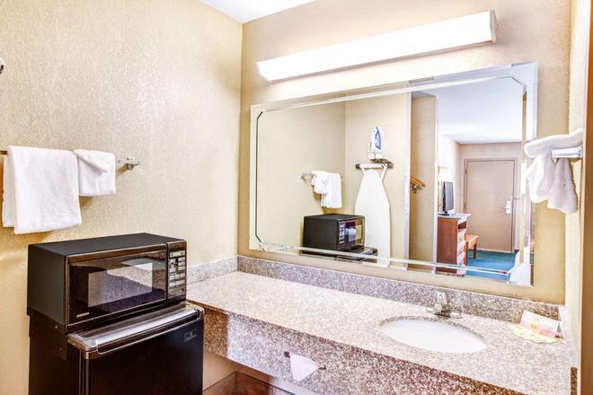 肯纳瑟戴斯酒店 - 肯尼索 - 浴室