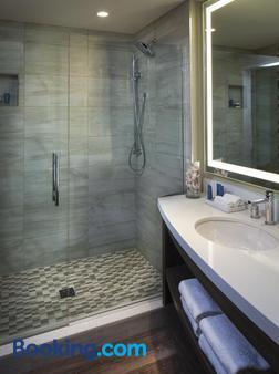 欧泊金沙酒店 - 克利尔沃特 - 浴室