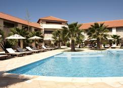 默拉贝萨酒店 - 圣玛丽亚 - 游泳池