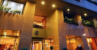 贝鲁特拉乌什温德姆华美达广场酒店 - 贝鲁特 - 建筑