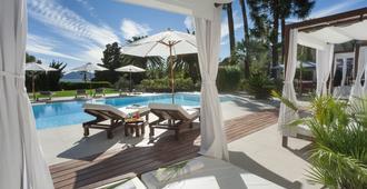 德拉图尔城堡酒店 - 戛纳 - 游泳池