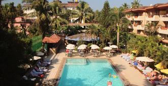 索麦度假村 - 卡兰古特 - 游泳池