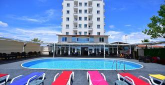阿尔德酒店 - 艾瓦勒克 - 游泳池