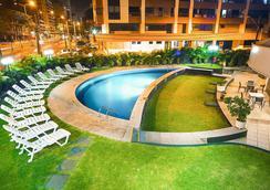 福塔雷萨舒适酒店 - 福塔莱萨 - 游泳池
