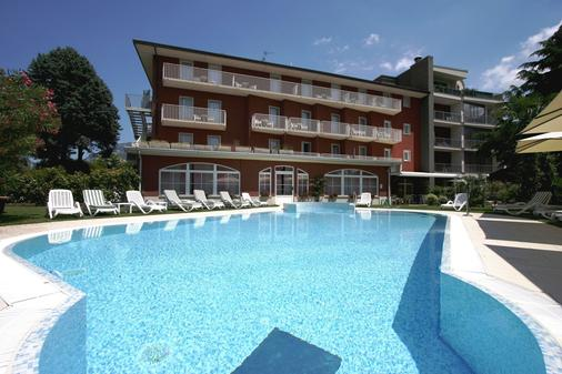 罗莎别墅酒店 - 托尔博莱 - 游泳池