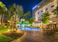 埃莫西约 鲁克那酒店 - 埃莫西约 - 游泳池