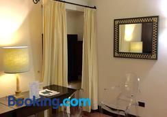 帕拉索皮克洛蜜妮酒店 - 奥维多 - 睡房
