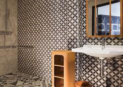 艾斯贝斯酒店 - 勒瓦卢瓦-佩雷 - 浴室