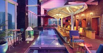 雅加达斯玛图庞美居酒店 - 雅加达 - 游泳池