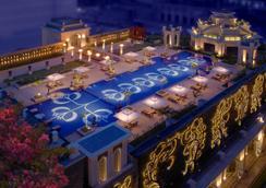 清奈里拉皇宫酒店 - 金奈 - 游泳池