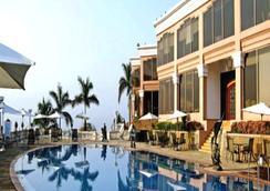 棕榈会议中心酒店 - 孟买 - 游泳池