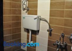 星球广场酒店 - 孟买 - 浴室