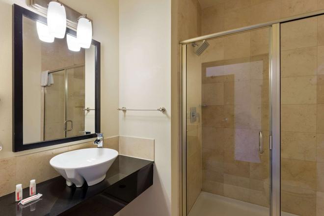 密尔沃基戴斯套房酒店 - 密尔沃基 - 浴室
