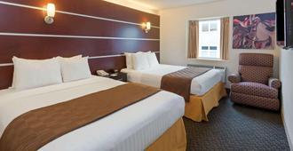 戴斯艺术套房酒店 - 密尔沃基 - 睡房