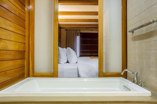 尼亚加拉瀑布波音特康福特茵酒店 - 尼亚加拉瀑布 - 浴室