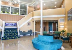 米德尔敦品质酒店及套房 - 米德尔敦 - 大厅