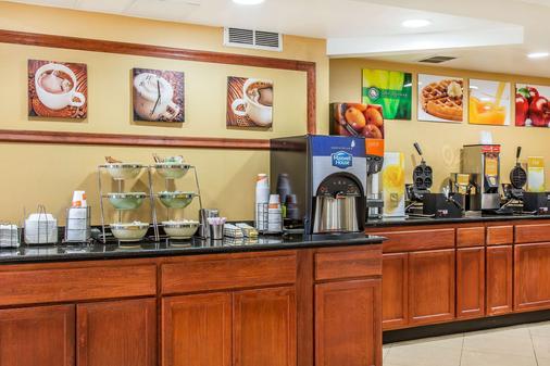 米德尔敦品质酒店及套房 - 米德尔敦 - 自助餐
