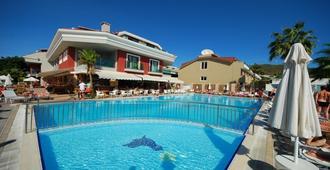 帕萨贝酒店 - 马尔马里斯 - 游泳池