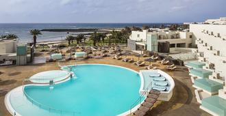 Hd海滩度假酒店 - 科斯塔特吉塞 - 游泳池
