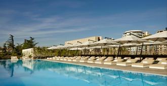 第比利斯假日酒店 - 第比利斯 - 游泳池