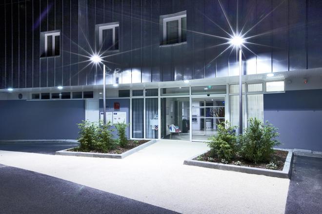 吉利亚德尊贵酒店-瓦纳中心艺术宫 - 瓦纳 - 建筑