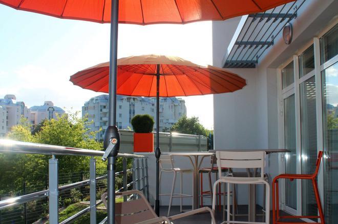 吉利亚德尊贵酒店-瓦纳中心艺术宫 - 瓦纳 - 阳台