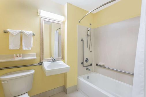 萨凡纳城贝蒙特旅馆套房酒店 - 萨凡纳 - 浴室