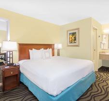 萨凡纳城贝蒙特旅馆套房酒店