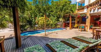 巴西巴伊亚州酒店 - 莫鲁-迪圣保罗 - 游泳池