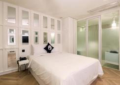 江南lyj高级设计师酒店 - 首尔 - 睡房