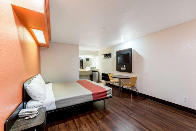 安东尼奥 - 花城6号汽车旅馆 - 圣安东尼奥 - 睡房