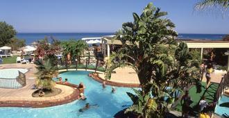 卡里普索海滩酒店 - 法里拉基 - 游泳池