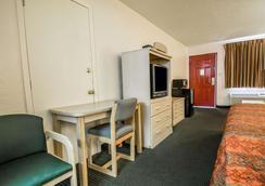 盖恩斯维尔大学区罗德威酒店 - 盖恩斯维尔 - 睡房