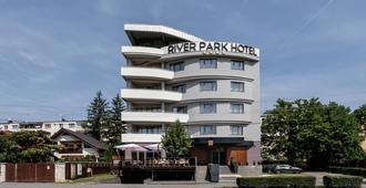 河滨公园酒店 - 克卢日-纳波卡 - 建筑