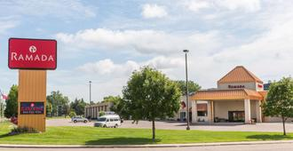 苏瀑机场 - 水上乐园及活动中心温德姆华美达饭店 - 苏福尔斯