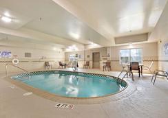查尔斯顿北丽怡酒店 - 北查尔斯顿 - 游泳池