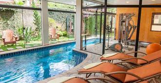 金鹰旅馆 - 蒙特贝尔德 - 游泳池