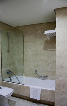 西尔肯体育场酒店 - 桑坦德 - 浴室