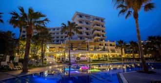 爱美尔海滩酒店及度假中心 - 帕福斯 - 游泳池