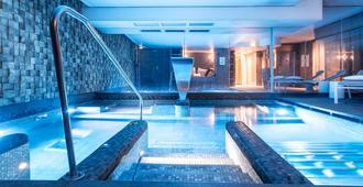 美憬阁巴尔萨泽酒店 - 雷恩 - 游泳池