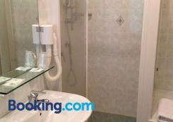 里莫尼酒店 - 利莫内-苏尔加达 - 浴室