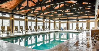 南山蓝绿假日登高精选度假村 - 林肯 - 游泳池