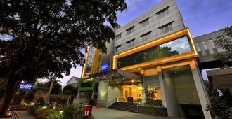 万隆格兰德塞拉圣蒂布德酒店 - 万隆 - 建筑