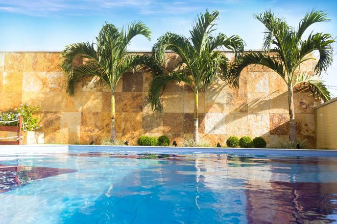 蓬塔内格拉海滩西佳精品酒店 - 纳塔尔 - 游泳池