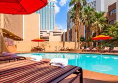 贝斯特韦斯特普拉斯皇家赌场酒店 - 拉斯维加斯 - 游泳池